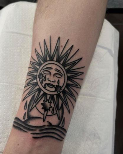 tattoo tradicional del sol