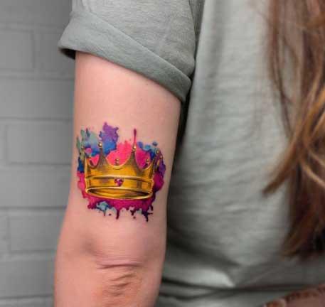 tatuaje a color coronas