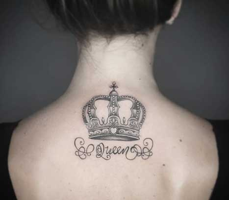 tatuaje corona y letras