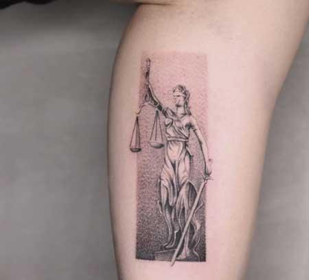 Tatuaje de la Diosa Themis