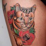 tatuaje gato y rosa