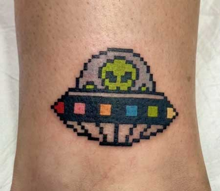 tatuaje pixel ovni